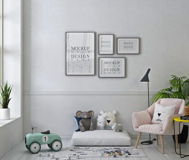 Makieta ramek na zdjęcia w uroczym pokoju zabaw z pastelowym różowym fotelem i zabawkami