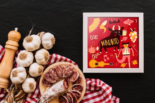 Makieta ramka z tradycyjnym hiszpańskim jedzeniem