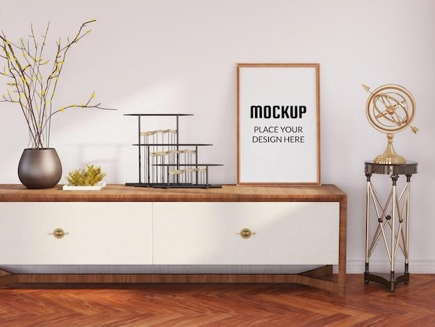 Makieta ramki na zdjęcia na drewnianym stole