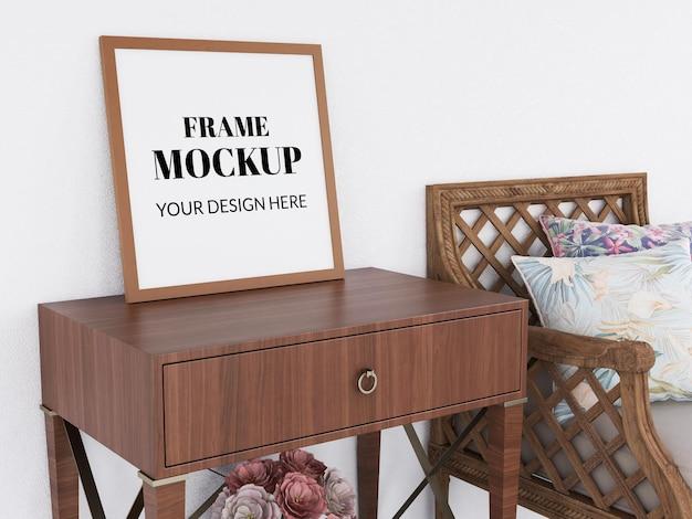 Makieta ramki na zdjęcia realistyczna na nowoczesnym biurku