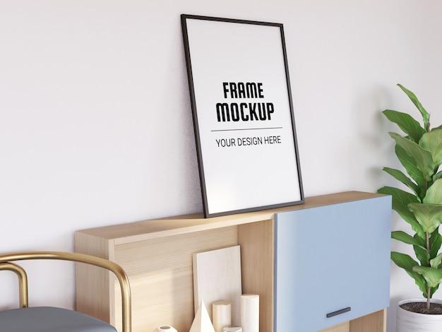 Makieta ramki na zdjęcia w nowoczesnym salonie