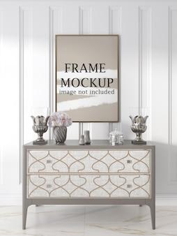Makieta ramki plakatowej nad luksusowym stołem konsolowym