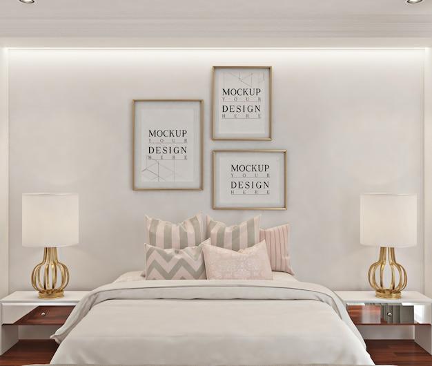 Makieta ramki plakatowej w białej nowoczesnej sypialni