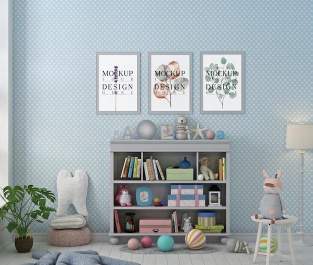 Makieta ramki plakatowej w niebieskim pastelowym pokoju zabaw