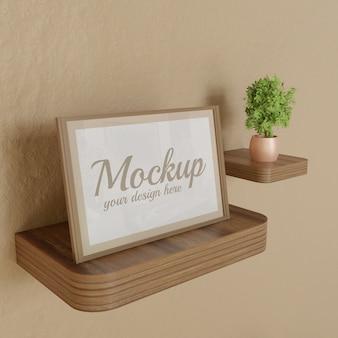 Makieta ramy pionowej na biurku drewniane ściany z roślin