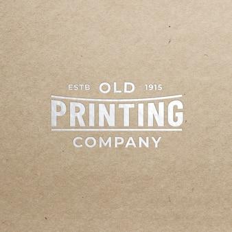 Makieta realistyczne srebrne logo na gorąco widok z przodu na starym papierze