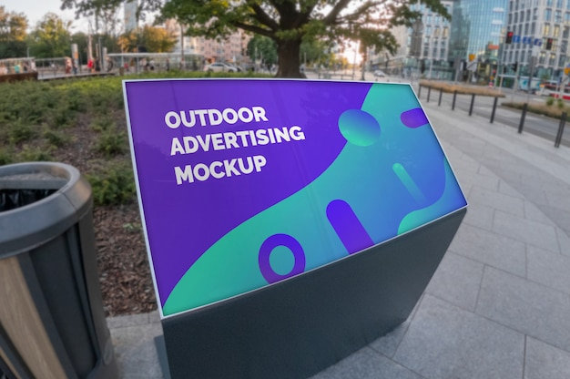 Makieta reklamy zewnętrznej krajobraz stoisko na chodniku ulicy miasta