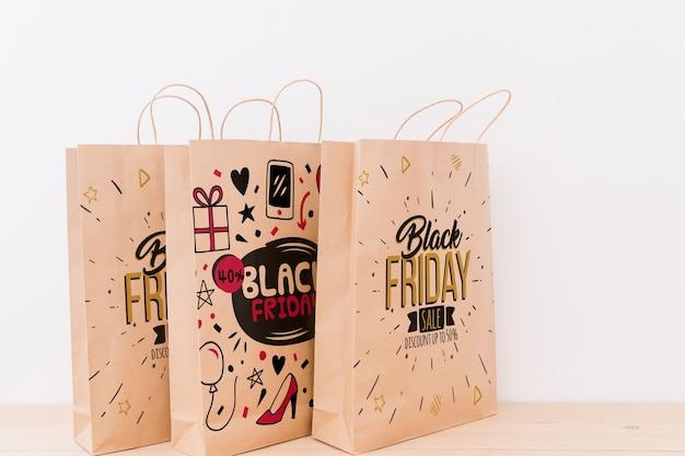 Makieta różnych toreb na zakupy na czarny piątek