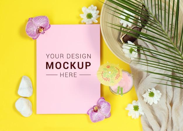 Makieta różowy list na żółtym tle