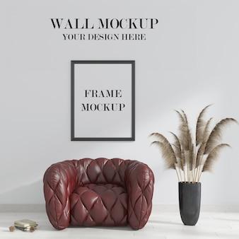 Makieta ściany i ramy we wnętrzu z bordowym fotelem