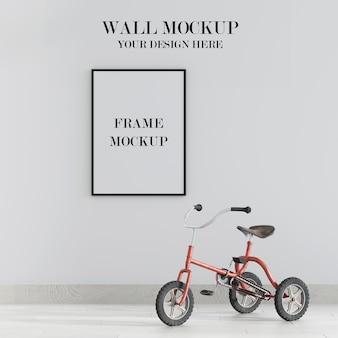 Makieta ściany i ramy z rowerem we wnętrzu