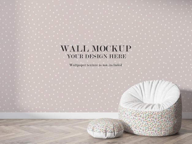 Makieta ściany w renderingu 3d za pufowym krzesłem