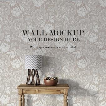 Makieta ściany za drewnianym stołem konsolowym z minimalistycznymi meblami