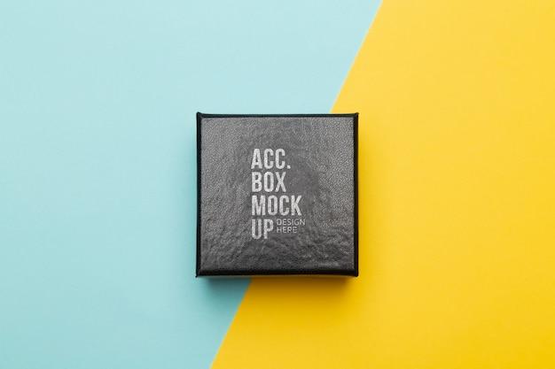 Makieta skórzanego pudełka w czarnym opakowaniu