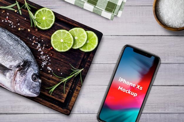 Makieta smartphone restauracja z owocami morza