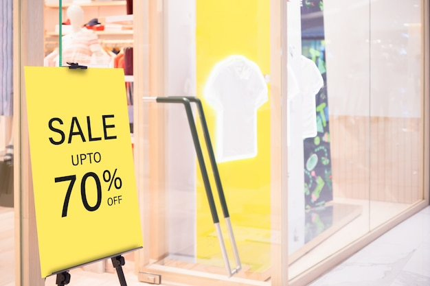 Makieta sprzedaży szablon stoisko billbord etykiety przed sklepem odzieżowym