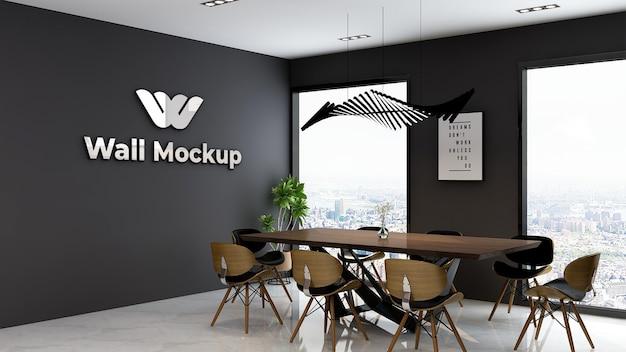 Makieta srebrnego logo biura w eleganckim, klasycznym biznesowym pomieszczeniu do pracy