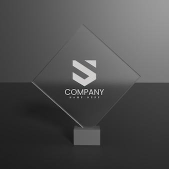 Makieta szklanego logo na ciemnym tle