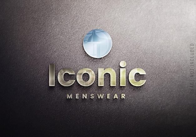 Makieta szklanego logo na czarnej ścianie