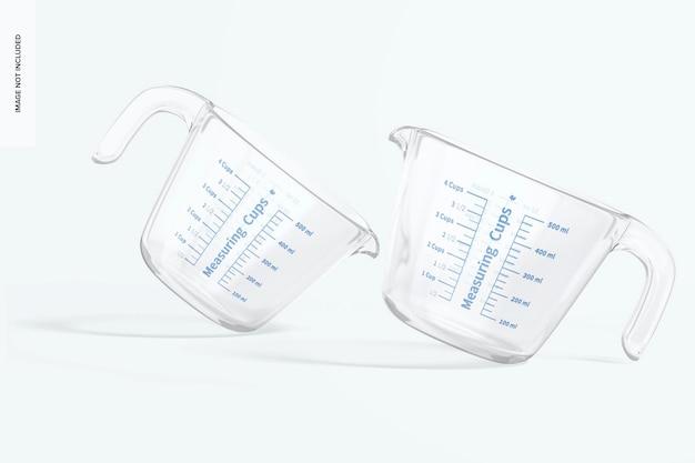 Makieta szklanych kubków miarowych, pochylona