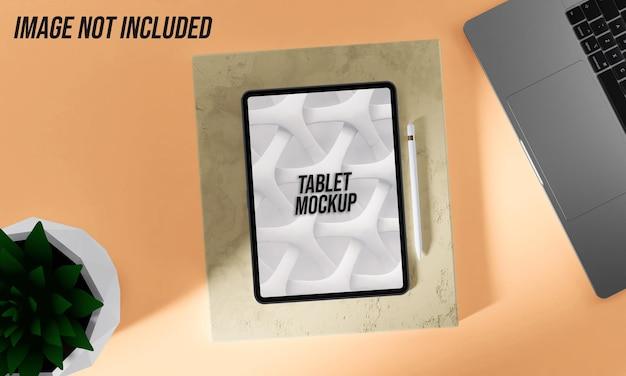 Makieta tabletu na marmurze z piórem cyfrowym