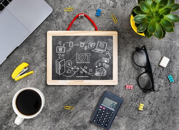 Makieta tablicy z kalkulatorem