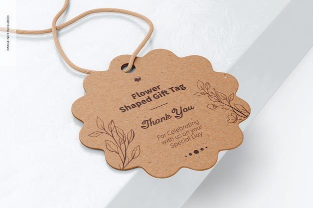 Makieta tagu upominkowego w kształcie kwiatu, na powierzchni