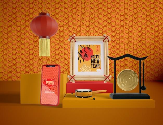 Makieta telefonu z chińskimi tradycyjnymi przedmiotami