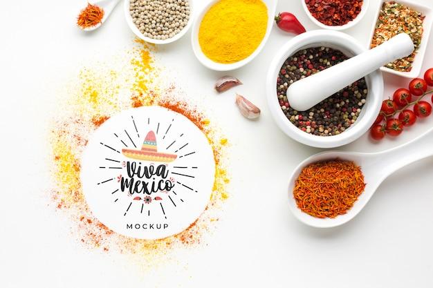 Makieta viva mexico z miseczkami wypełnionymi przyprawami
