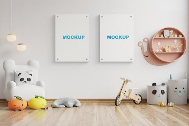 Makieta we wnętrzu pokoju dziecięcego, plakaty na pustej białej ścianie, renderowanie 3d