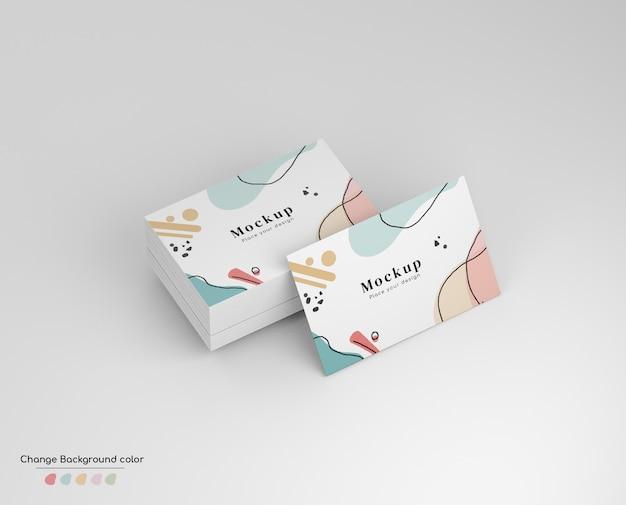 Makieta wizytówki izometrycznej minimalnej wizytówki w zadzie i na białym tle.