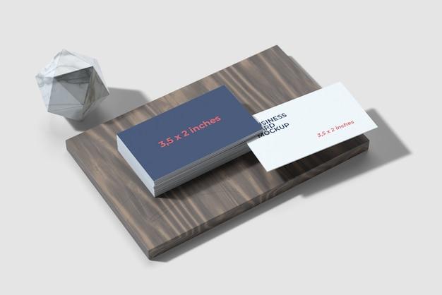 Makieta wizytówki na drewnie orzecha czarnego
