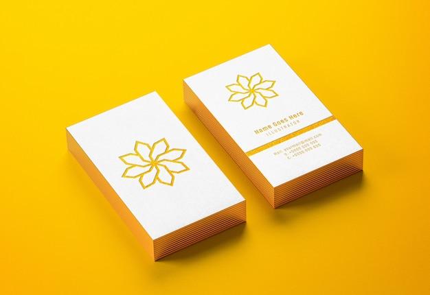 Makieta wizytówki ze złotymi krawędziami z typografią