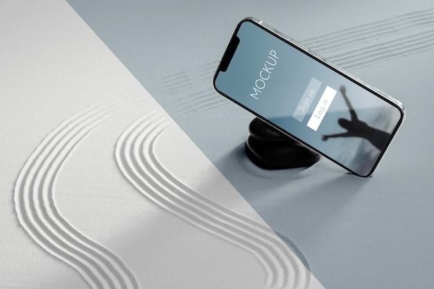 Makieta wyświetlacza smartfona w piasku