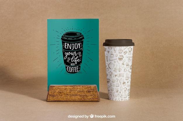 Makieta z kawą z dużą filiżanką