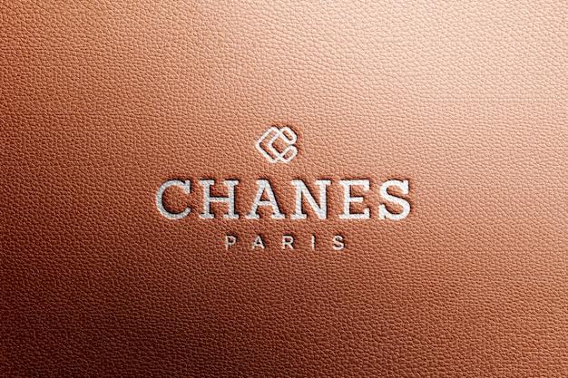 Makieta z logo w brązowej luksusowej skórze