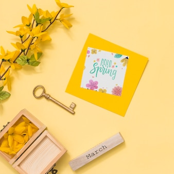 Makieta z płaskim świeckich wiosna z karty z pozdrowieniami