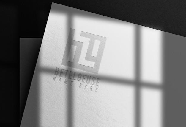 Makieta z wytłoczonym logo z papieru typograficznego