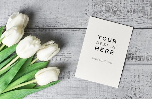 Makieta z życzeniami z kwiatów tulipanów