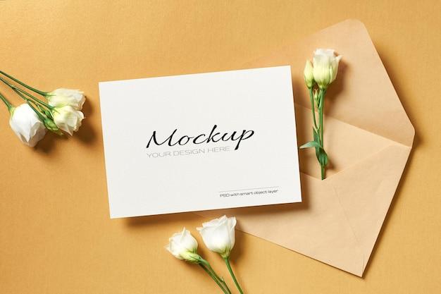 Makieta zaproszenia lub karty z pozdrowieniami z kopertą