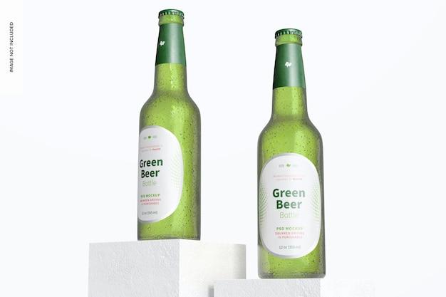 Makieta zielonych butelek piwa, niski kąt widzenia