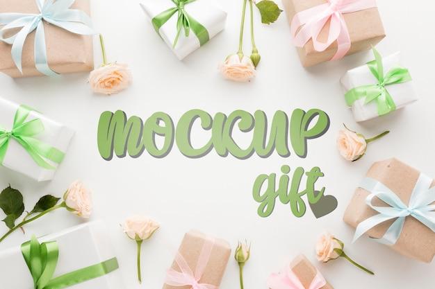 Makieta zielonych i różowych pudełek prezentowych