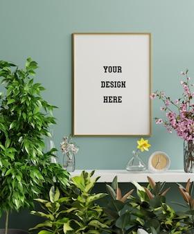 Makieta złota ramka na zdjęcia na białej półce z pięknymi roślinami