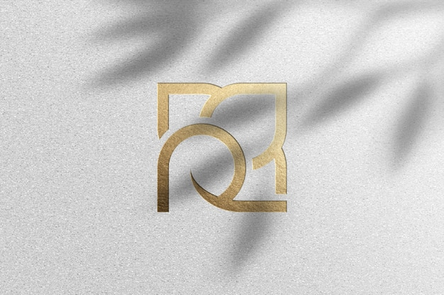 Makieta złotego logo na białym papierze