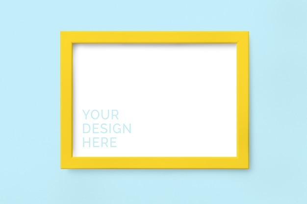 Makieta żółtej ramki na zdjęcia
