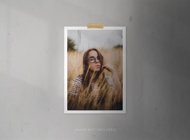 Makiety pionowych ramek na zdjęcia z efektem papieru