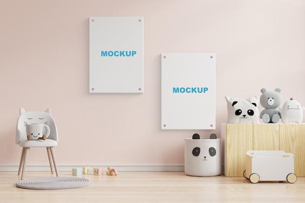 Makiety plakatów we wnętrzu pokoju dziecięcego, plakaty na pustej kremowej ścianie. renderowanie 3d