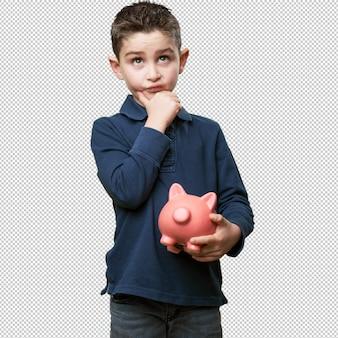 Małe dziecko myśli z piggy bank