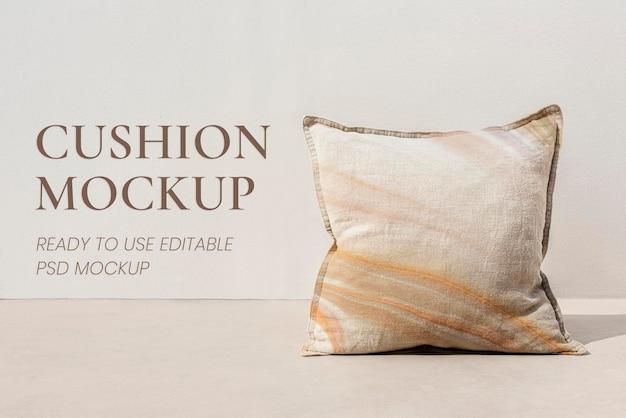 Marmurowa beżowa poduszka z nadrukiem minimalistyczny wystrój wnętrz