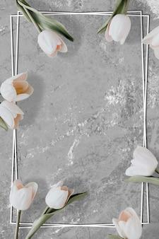 Marmurowa rama z białego tulipana w kwiaty